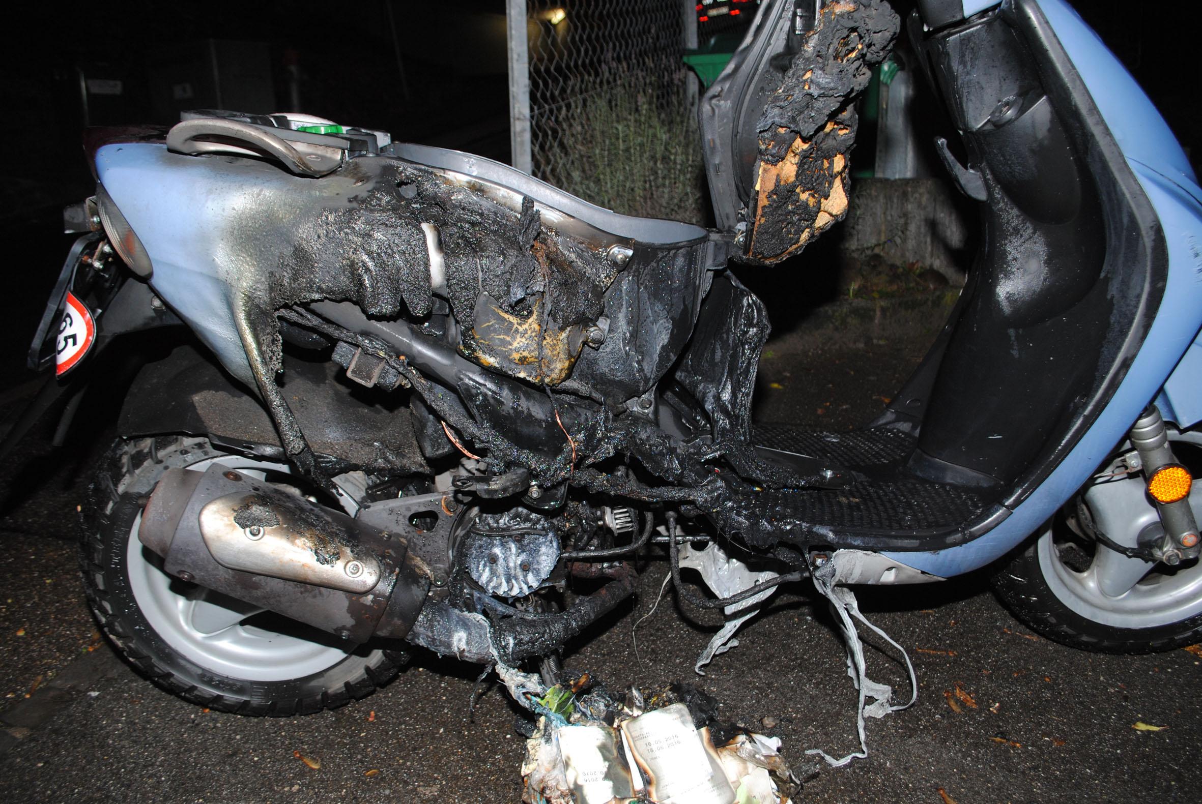 Motorrad in Brand gesteckt